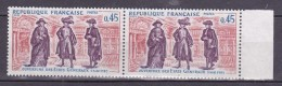 N° 1678 Histoire De France: Salles Des Etats Généraux: Une Paire De 2 Timbres Neuf Bord De Feuille  Droit Impeccable - Ongebruikt