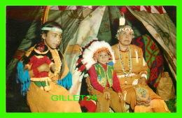 INDIENS - GRAND MAMAN INDIENNE AVEC SES PETITES FILLES - - Indiens De L'Amerique Du Nord