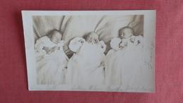 RPPC  3 Young Babies  Ref 2397 - Groupes D'enfants & Familles