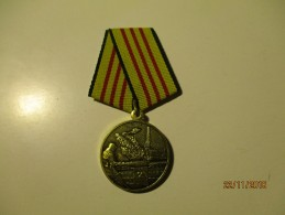 RUSSIA USSR MEDAL FOR LIQUIDATING OF CHERNOBYL NUCLEAR DISASTER Golden Grade , Helicopter ,o - Russie