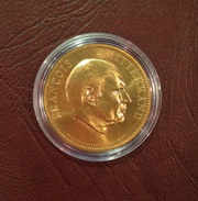 Médaille FRANCOIS MITTERRAND Par H. Thiebaud - Royaux / De Noblesse