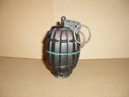 Grenade Anglaise Mills N°36 Reproduction En Résine - Sammlerwaffen