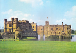 COLOUR PICTURE POST CARD PRINTED IN GREAT BRITAIN, UNITED KINGDOM - LEEDS CASTLE, NEAR MAIDSTONE, KENT - TOURISM THEME - United Kingdom