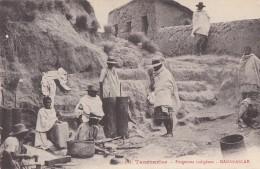 Madagascar - Tananarive - Métiers Forgeron - Forgerons Indigènes - Madagascar