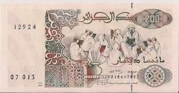 ALGERIA=1992   200  DINARS      P-138    UNC - Algeria