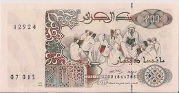 ALGERIA=1992   200  DINARS      P-138    UNC - Algerije