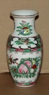 Vase En Porcelaine De Canton Chine A Décor De Personnages - Arte Asiático