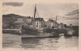 Port En Bessin  - Un Vapeur Sortant Du Bassin  - Scan Recto-verso - Port-en-Bessin-Huppain