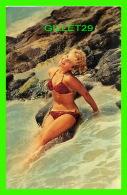 PIN-UPS FEMME - ENJOYING THE ROLLING SURF ! - AUBERGE CAFÉ RIVIÈRE OUELLE, QUÉBEC - UNIC - - Pin-Ups