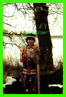 INDIENNES - LITTLE INDIAN BRAVE IN FULL TRADITIONAL ATTIRE... -  MARACLE PRESS LTD - - Indiens De L'Amerique Du Nord