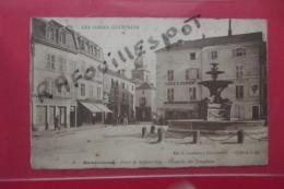 Cp Remiremont Place De La Courtine Fontaine Des Dauphins  N 6 - Remiremont