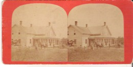 An Unidentified House Un Maison  Nonidentifiee - Stereoscope Cards