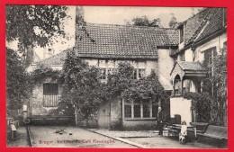"""-- BRUGES - LA COUR DU CAFE FIESSINGHE -- Cabaret Flamand """" VLISSINGHE"""" Dit Café Rubens (XVIme Siècle) -- - Brugge"""
