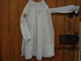Robe Enfant Idem Robe De Communiante Hauteur Totale 66cm Boutons De Ceramique - 1900-1940
