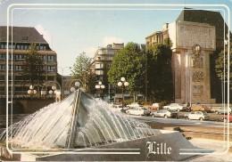 59. CPM. Nord. Lille. Station Du Métro, Place Rihour (animée, Autos, Austin Morris, CX, Bagherra, R5, Visa, Taunus, Etc. - Lille