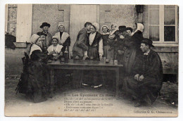 NOCES--Les Epouseux Du Berry (folklore,noce,costumes,coiffes,très Animée) N° 7  Collec G.G--région Centre - Marriages
