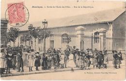 MONTLUCON - Sortie De L'école Des Filles - Rue De La République - Montlucon