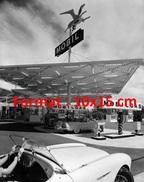 Reproduction Photographie D'une Vue D'une Station Essence Mobil Aux Etats Unis - Reproductions