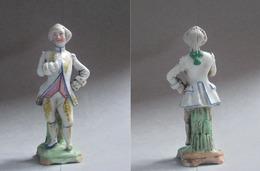 """Personnage """" Homme De Cour """" En Porcelaine Du XVIIIème Siècle - Personaggi"""