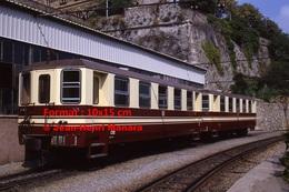 Reproduction Photographie D´un Train à Voie étroite Ferrovia Genova Casella à Gènes En Italie En 1984 - Riproduzioni