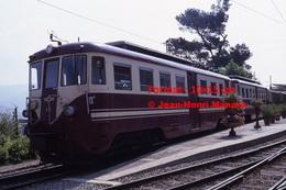 Reproduction Photographie D´un Train à Voie étroite Ferrovia Genova Casella à Quai à Gènes En Italie En 1984 - Riproduzioni