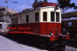 Reproduction Photographie D´un Train N°29 à Voie étroite Ferrovia Genova Casella à Gènes En Italie En 1984 - Riproduzioni