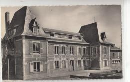 -02 Englancourt Le Chateau Rouge Colonie De Vacances Cpsm - France