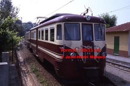 Reproduction Photographie D´un Train à Voie étroite Ferrovia Genova Casella Circulant à Gènes En Italie En 1984 - Riproduzioni