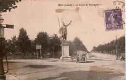 Cpa 45 GIEN  La Statue De Vercingétorix , Peu Courante,véhicule Renault, Panneau Directionnel, Pompe à Essence, état - Gien