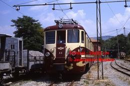 Reproduction Photographie De Face D´un Train N°A6 à Voie étroite Ferrovia Genova Casella à Gènes En Italie En 1984 - Riproduzioni