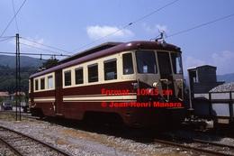 Reproduction Photographie D´un Train N°A6 à Voie étroite Ferrovia Genova Casella Sous Le Soleil Bleu De Gènes En Italie - Riproduzioni