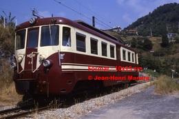 Reproduction Photographie D´un Train N°A6 à Voie étroite Ferrovia Genova Casella Dans La Campagne De Gènes En Italie - Riproduzioni