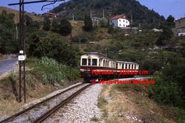 Reproduction Photographie D´un Train à Voie étroite Ferrovia Genova Casella Dans Les Montagnes à Gènes En Italie En 1984 - Riproduzioni