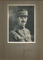 Photographie Dédicacée , 19 X 14 Sur Support 32.5 X 25 , Militaria , Le Général PENET , Frais Fr : 1.55€ - Dédicacées