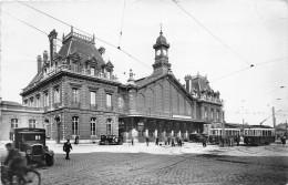 59 - Roubaix -  La Gare Animée - ( Vieilles Voitures & Tramway & Personnages ) - Roubaix