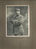 Photographie Dédicacée , 19 X 14 Sur Support 32.5 X 25 , Militaria , Le Général NAULIN , Frais Fr : 1.55€ - Dédicacées