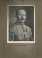 Photographie Dédicacée , 19 X 14 Sur Support 32.5 X 25 , Militaria , Le Général HUMBERT , Frais Fr : 1.55€ - Dédicacées