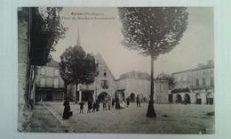 CPA - Eymet (Dordogne) Place Du Marché Et Les Couverts (animée: Nombreux Personnages) - France