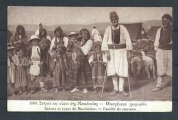 +++ CPA - Scènes Et Types De MACEDOINE - Famille De Paysans   // - Macédoine