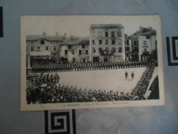 PRADELLES  -  REVUE DU 86e, EN 1914  -  PLACE DU FOIRAIL - Other Municipalities