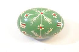 Ancien œuf En Bois Décoré (œuf à Repriser Les Chaussettes) - Eieren