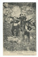 38 - SASSENAGE - (47) - Près Grenoble - Les Guides Des Grottes De Sassenage - CPA - Sassenage