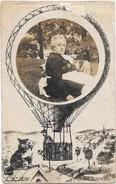 PHOTO-MONTAGE --Chat Sur Un Toit Regardant Passer  Un Ballon Et Son Aérostier - Fotografía