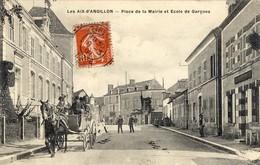 18)    LES AIX D´ ANGILLON  - Place De La Mairie Et   Ecole   De   Garçons      (    Attelage   ) - Les Aix-d'Angillon
