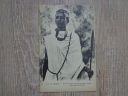CPA AFRIQUE SOMALIE JEUNE HOMME ORNE DU GARDAS - Somalia