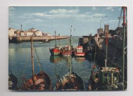 LES SABLES D' OLONNE - L'entrée Du Port  - Gros Plan Sur Les Bateaux De Pêche - Sables D'Olonne