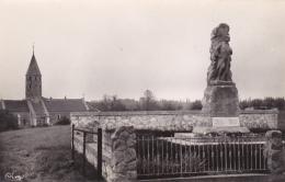 Montbellet - Le Monument Aux Morts De La Grande Guerre Inauguré Le 6 Août 1922, église à L'arrière Plan - Pas Circ - France