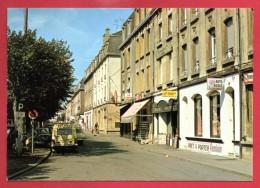 54. Longwy-Haut.  Rue Margaine. Auto-école Schmitt, Librairie, Papeterie, Corso, Bureau De Tabac - Longwy