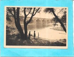 METZ - 57 -  La Moselle Et Le Pont Des Morts - Jeunes Enfants Au Bord De L'Eau -   - ENCH0616 - - Metz