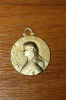 """Pendentif Médaille Religieuse WW1 """"Jeanne D´Arc"""" Tôle De Laiton Emboutie (Porte Bonheur De Poilu WWI) - 1914-18"""
